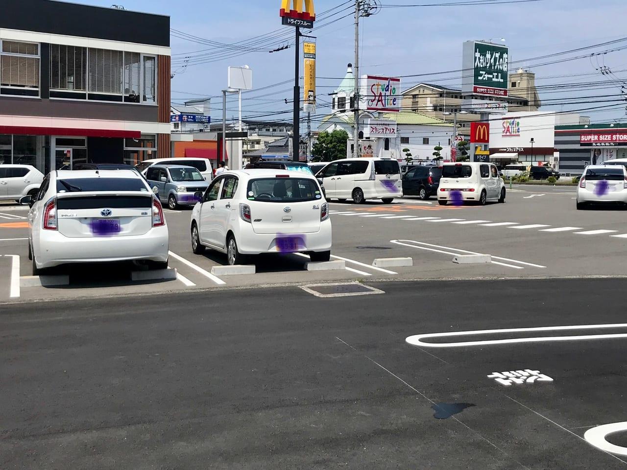 朝生田のマクドナルド駐車場